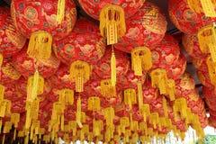 Lantaarns in luifel bij tempel Georgetown Penang Maleisië stock foto's