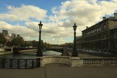 Lantaarns op de brug stock foto