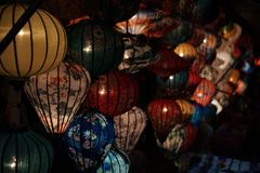 Lantaarns op een Markt in Hoi An stock afbeeldingen