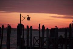 Lantaarnstraatlantaarn in Venetië Stock Foto