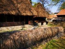 Lantbrukarhem - staket av ris och vasser fotografering för bildbyråer