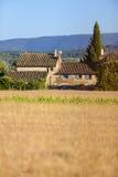 Lantbrukarhembyggnad i Provence Royaltyfri Foto
