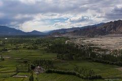 Lantbrukbosättning i ökenslättar av Ladakh Arkivfoton