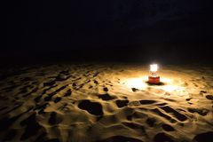 Lantern on sand dune, Jaisalmer, Rajasthan, India Stock Photography