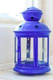 Lanterna azul em um fundo branco Foto de Stock Royalty Free