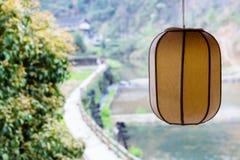 lanterna chinesa e canal unfocused da irrigação Imagens de Stock