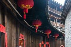Lanterna cinese rossa in un alloggio tradizionale di Tulou di hakka Immagini Stock Libere da Diritti