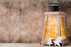 Lanterna com árvore de Natal, decoração do Natal ano novo feliz 2007 Fotos de Stock Royalty Free