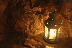Lanterna com papel de envolvimento, decoração do Natal ano novo feliz 2007 Imagem de Stock