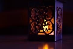Lanterna con la luce morbida della candela Fotografie Stock Libere da Diritti
