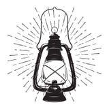 Lanterna d'annata dell'olio di schizzo disegnato a mano di lerciume o lampada di cherosene con i raggi di luce Illustrazione di v royalty illustrazione gratis