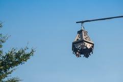 Lanterna da lâmpada de rua no fundo do céu azul Fotos de Stock