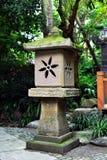 A lanterna da pedra do jardim botânico Imagens de Stock