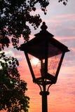 Lanterna da rua do vintage, humor do por do sol Fotografia de Stock