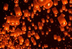 Lanterna de flutuação Festiva. Fotografia de Stock