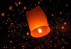 Lanterna de flutuação Festiva. Imagem de Stock