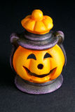 Lanterna de Halloween no fundo preto Fotos de Stock