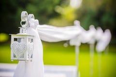 Lanterna de suspensão exterior belamente decorada do casamento Decoração do casamento imagem de stock royalty free