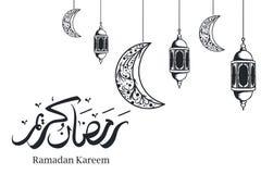 Lanterna decorativa e luna del Ramadan che appendono con la progettazione in bianco e nero di calligrafia araba illustrazione di stock