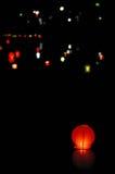 Lanterna di carta in acqua fotografie stock