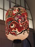 Lanterna di carta giapponese meravigliosamente decorata di Kyoto fotografia stock libera da diritti