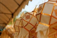 Lanterna di carta: Il festival dei fiumi nel Nord della Tailandia che per fare offerta a Buddha fotografia stock libera da diritti