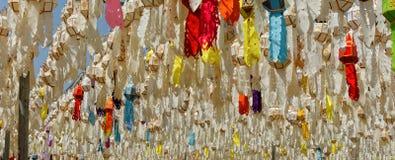 Lanterna di carta: Il festival dei fiumi nel Nord della Tailandia che per fare offerta a Buddha fotografia stock
