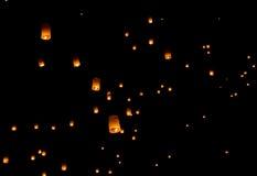 Lanterna di galleggiamento, festival del pallone di Yi Peng Immagine Stock