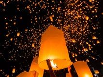 Lanterna di galleggiamento in Tailandia Fotografie Stock