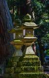 Lanterna di pietra antica giapponese Immagine Stock