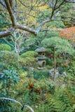 Lanterna di pietra antica in parco giapponese Immagine Stock Libera da Diritti