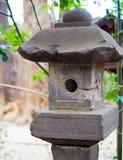 Lanterna di pietra giapponese antica al santuario a Tokyo Fotografie Stock Libere da Diritti