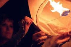 A lanterna do ar está voando no céu Fotografia de Stock