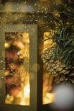 Lanterna do Natal com luzes brilhantes Fotografia de Stock Royalty Free