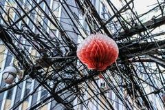 Lanterna do Natal travada na Web dos fios imagens de stock