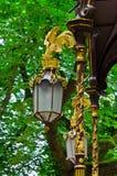 Lanterna dorata in un parco Fotografie Stock