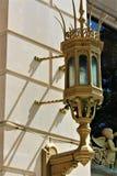 Lanterna dourada ornamentado imagem de stock