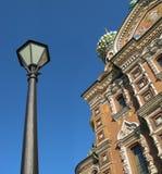 Lanterna e a catedral Imagens de Stock Royalty Free