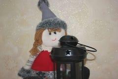 Lanterna elétrica com uma vela e uma boneca Fotografia de Stock