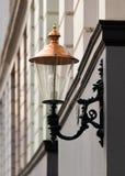 Lanterna elétrica do vintage com dispositivo elétrico superior e ornamentado de cobre foto de stock royalty free
