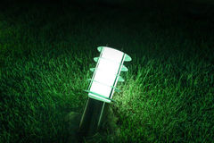Lanterna elétrica na grama Imagens de Stock