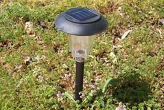 Lanterna leggera della lampada in un giardino Immagine Stock