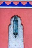 Lanterna marocchina sulla parete Fotografie Stock