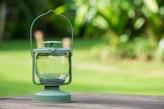 Lanterna na tabela de madeira Fotos de Stock Royalty Free