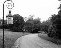 Lanterna nel parco Maschera in bianco e nero immagini stock libere da diritti