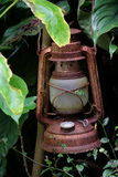 Lanterna oxidada perdida Fotos de Stock