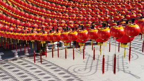 Lanterna que pendura durante o ano novo de Cinese foto de stock royalty free