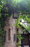 Lanterna que pendura no pátio do castelo Fotografia de Stock