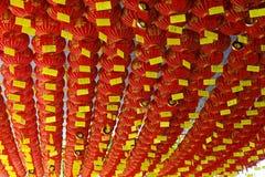 Lanterna rossa cinese in tempio cinese immagini stock libere da diritti