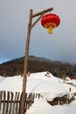 Lanterna rossa e neve bianca Immagine Stock